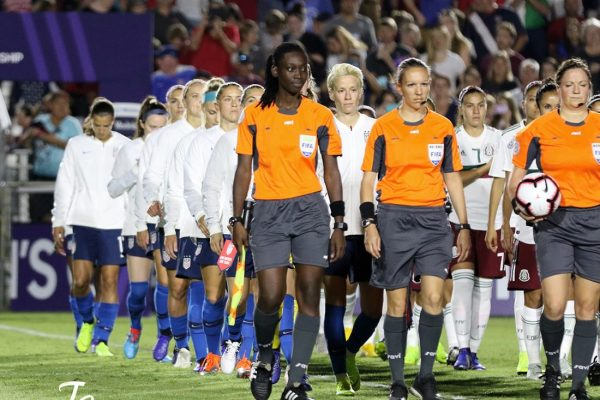 US Women's Soccer team closes ranks for equal pay