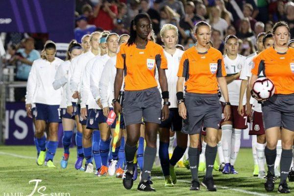 Time de futebol feminino dos EUA fecha as fileiras por salário igual